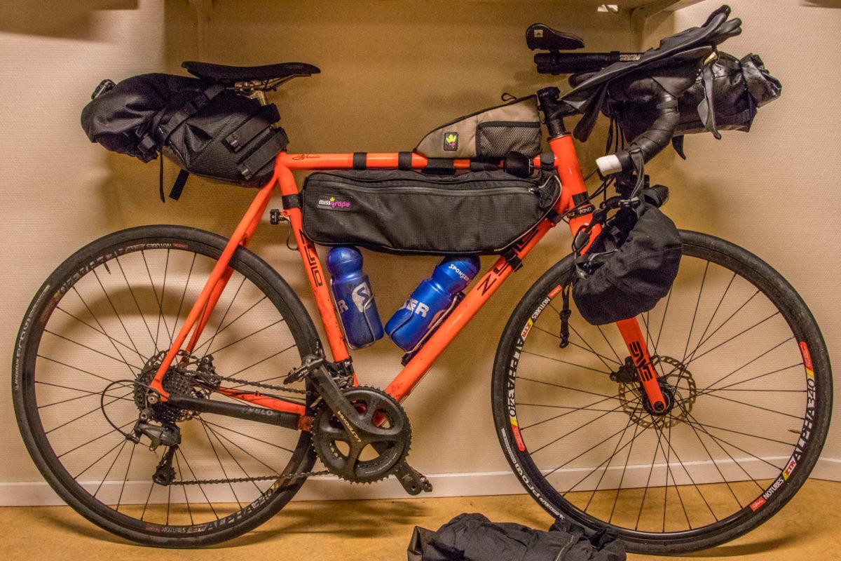 2b24076fb5 E' possibile viaggiare utilizzando una bicicletta da corsa piuttosto che  una MTB.