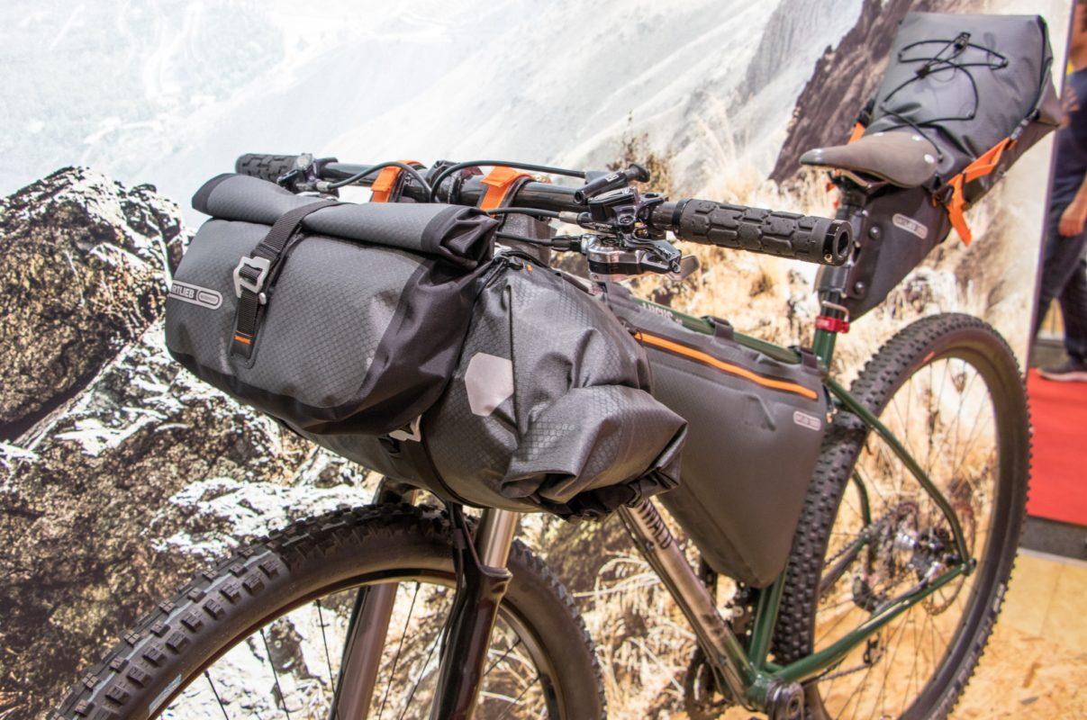 La bici era allestita con le nuove borse laterali Gravel-Pack 34c2e6d59a0